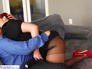 Entertain the idea catching tanned sexpot Kelly Divine treats man with fabulous blowjob
