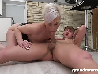 Mommy blows the dick and fucks in insane amateur scenes