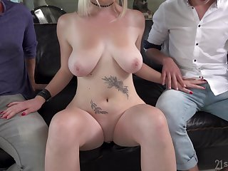 Blonde in high heels Mery Monro takes two cocks and their cum shots