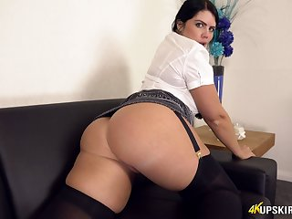 This chunky bore babe looking her absolute finest and that upskirt view is hot