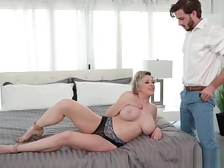 Busty calumnious blonde MILF asked for help a young doctor