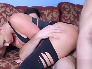 Hardcore Sex Between Piping hot Bastardize And Hot Slut Pacient (Phoenix Marie) video-22