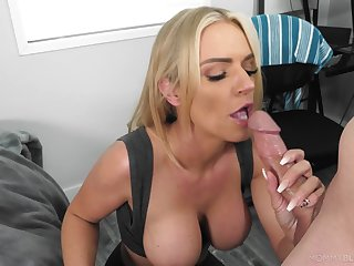 Blonde mom gets dramatize expunge taste of a young dong