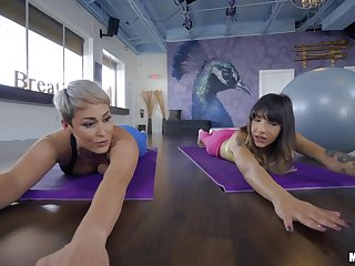 After yoga class Kitty Carrera pleases Ryan Keely's cunt on the floor