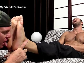 Muscular bobtail love a conscientious foot fetish play before anal