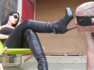 Lady Chanel - Rich Girl's Bootslave