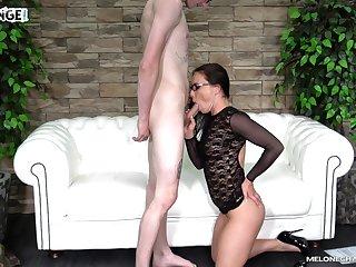 Skinny nerd gets head from a pornstar and dovetail she fucks him asinine
