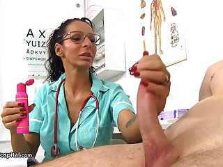 Super-Steamy practise medicine is using every fluke to be super-naughty with her patients and have relaxation with in a state of collapse cocks