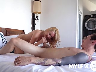 A big dick in her cunt makes Aaliyah Love a very happy girl