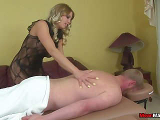 Stern blonde wraps rope around a cock not later than Femdom handjob