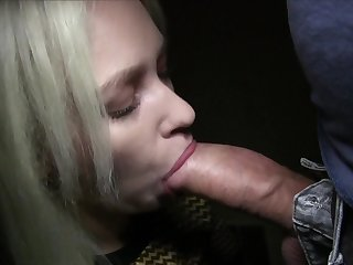 Mesmerizing blonde Arteya Qartel earns cash for fast public fuck