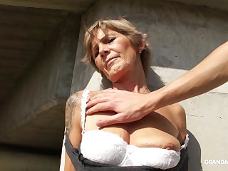 Naughty mature whore exposes her tits and gives nice admirer