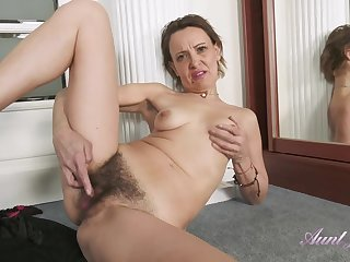 GILF Gerda Sweaty Workout Leads Adjacent to Hairy Cunt Rubbing