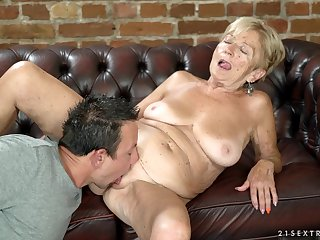 Amateur granny Malya spreads her legs to be fucked away from a stiff cock