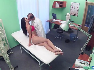 Doctor shows the babe his detect and fucks her