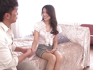 Sexy Japanese wife Rei Nakazawa spreads will not hear of legs take have sex